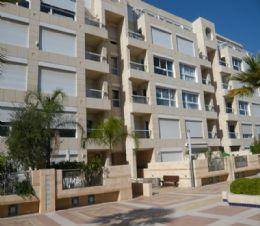 краткосрочная аренда 4 ком. квартиры в Герцлии-Питуах Цена от  $500 до $1,000